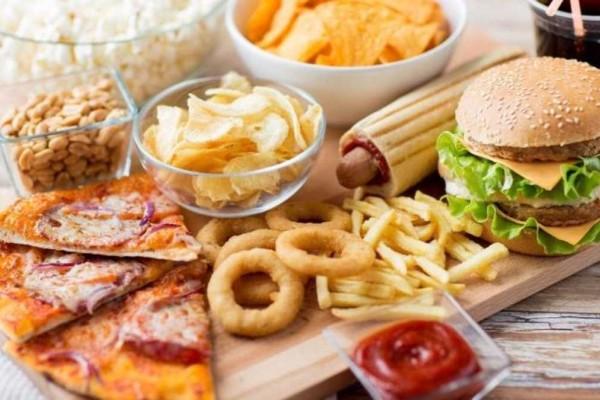 Μεγάλη προσοχή: 10+1 τροφές που «προσκαλούν» τον καρκίνο