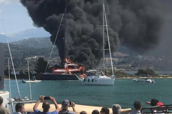 Στις φλόγες καταμαράν στη Λευκάδα - Εκκενώνονται τα κοντινά σκάφη