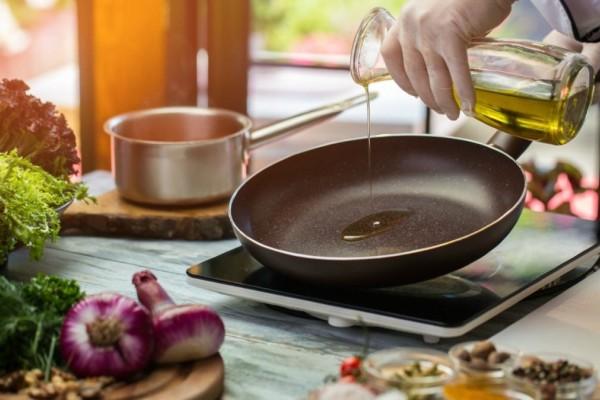 Σωστή διατροφή: Μάθε πως πρέπει να βάζεις ελαιόλαδο στο φαγητό σου!