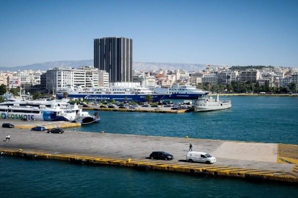 Μυστήριο: Εντοπίστηκε σορός άνδρα στο λιμάνι του Πειραιά