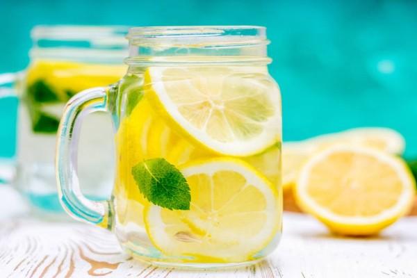 Νερό με λεμόνι: Πρόκειται για ένα θαυματουργό tip ή για έναν διαδεδομένο μύθο;