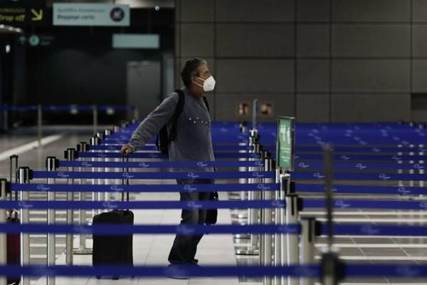 Αλλάζουν και οι μετακινήσεις: Ταξίδια... διαφορετικά για τους ανεμβολίαστους - Μέτρα που τους βάζουν σε lockdown