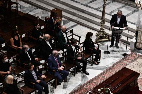 Η Ελλάδα υποκλίθηκε στον Μίκη Θεοδωράκη: Οι συγκινητικοί επικήδειοι Σακελλαροπούλου και Κουτσούμπα