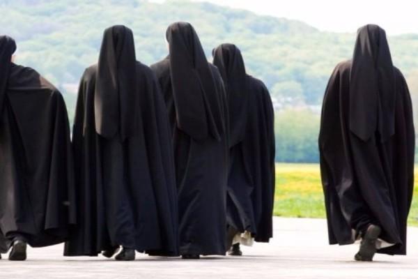 Συναγερμός στα Μετέωρα: Συρροή κρουσμάτων σε μοναστήρι