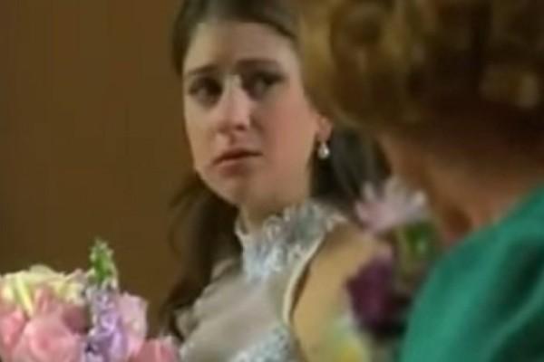 Νύφη είχε αμφιβολίες για τον γάμο της και το εκμυστηρεύτηκε στη γιαγιά της. Η ιστορία της θα σας σοκάρει (Video)