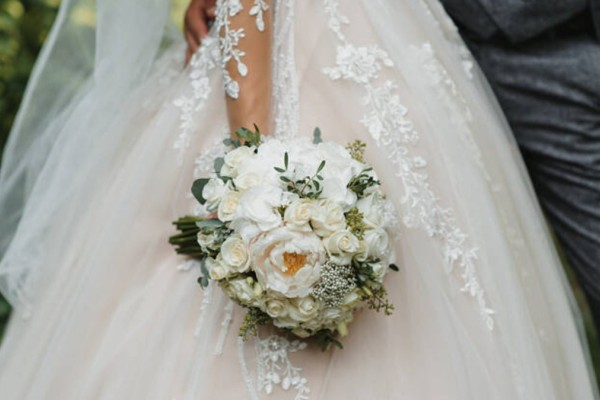Παντρεύτηκαν και ζούσαν ένα όνειρο - Τρεις μήνες μετά η 24χρονη νύφη ανακάλυψε κάτι σοκαριστικό για τον 68χρονο γαμπρό
