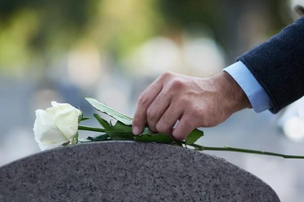 Θλίψη: Εκπαιδευτικός πέθανε μία μέρα μετά την κηδεία των γονιών του