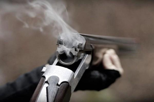 Χαμός στον Βόλο: Πυροβολούσε έξω από το σπίτι της πρώην του