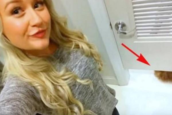 Έβγαζε ακόμα 1 selfie μέχρι που εμφανίστηκε αυτό κάτω από την πόρτα - Μόλις είδε τι είναι έμεινε