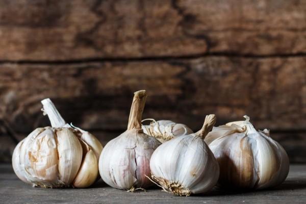Σκόρδο: 6 + 1 μοναδικές του ιδιότητες για την υγεία