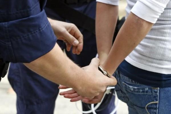 Μέγαρα: Συνελήφθη συμμορία ανηλίκων - Λήστευαν πεζούς με μαχαίρι τα βράδια