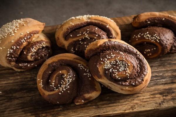 Εύκολη και νόστιμη συνταγή: Ταχινόψωμα με σοκολάτα και κανέλα!