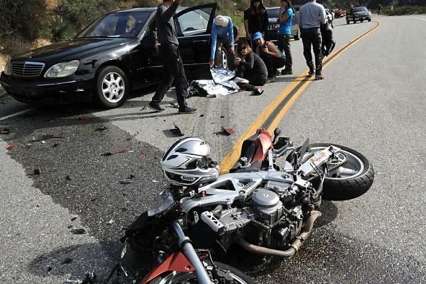 Ασπρόπυργος: Δυο νεκροί μετά το τροχαίο στην Αθηνών-Κορίνθου - Μηχανή παρέσυρε πεζό
