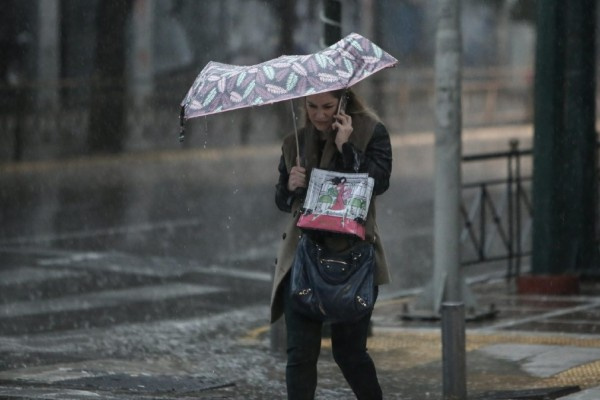 Έκτακτο δελτίο επιδείνωσης καιρού: Έρχονται ισχυρές καταιγίδες - Πέφτει ο υδράργυρος