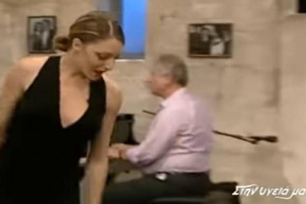 Το «μάγκικο» ζεϊμπέκικο γυναίκας με το βαθύ ντεκολτέ που «μάγεψε» - 1.443.866 προβολές στο Youtube (Video)