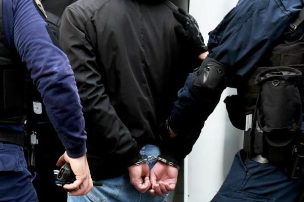 Συνελήφθη λιμενικός που πουλούσε κοκαΐνη σε πασίγνωστο ηθοποιό