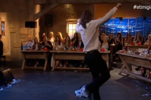 Το βαρύ ζεϊμπέκικο του κορυφαίου χορευτή που τους συγκίνησε όλους (video)