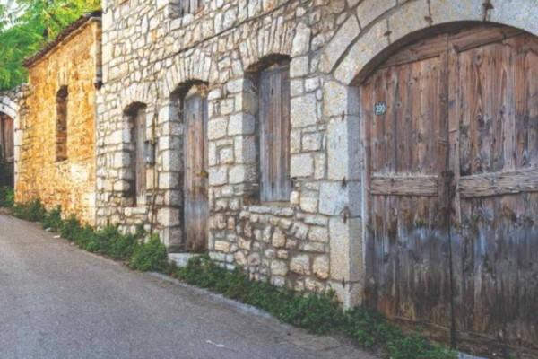 4 ονειρεμένα χωριά σε απόσταση αναπνοής από την Αθήνα για φθινοπωρινές εκδρομές!