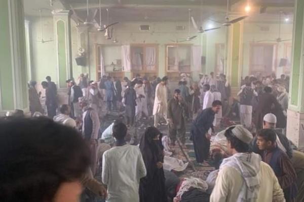 Μακελειό στο Αφγανιστάν: Τουλάχιστον 32 νεκροί και 53 τραυματίες από την έκρηξη σε σιιτικό τζαμί (Video)