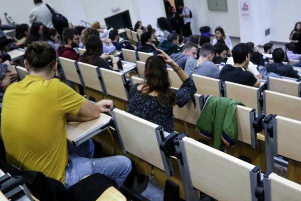 Πάει πίσω η ακαδημαϊκή χρονιά λόγω κορωνοϊού: «Έκρηξη» κρουσμάτων στα σχολεία
