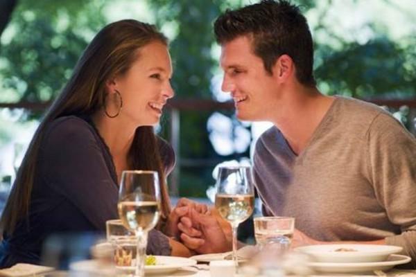 Η ερωμένη στο εστιατόριο με το ζευγάρι: Το ανέκδοτο της ημέρας (17/10)