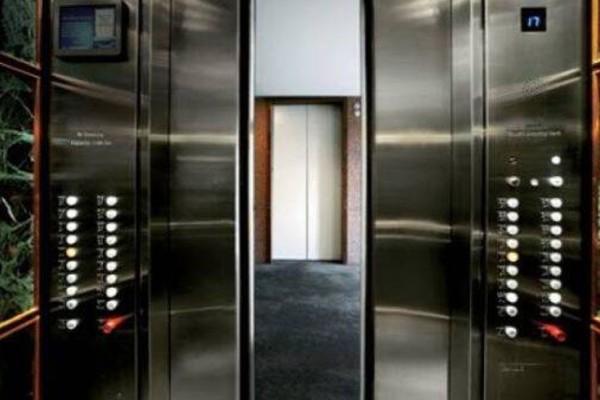 Ο κακομούτσουνος και η γυναικάρα στο ασανσέρ: Το ανέκδοτο της ημέρας (8/10)