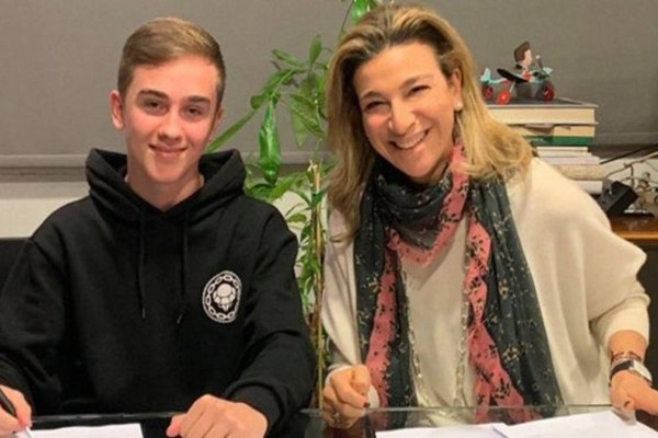 Archolekas: Ο λαμπερός 14χρονος teenager στο δυναμικό της Minos EMI / Universal