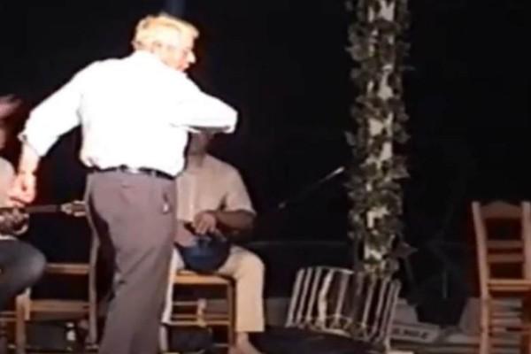 Λεβέντης 90χρονος παππούς χορεύει ζεϊμπέκικο και
