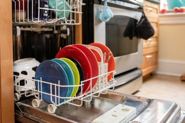 Το ήξερες; Έτσι θα εξαφανίσεις όλα τα μικρόβια από το πλυντήριο των πιάτων