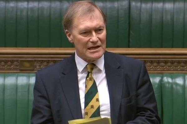 Σοκ στη Βρετανία: Νεκρός ο βουλευτής των Συντηρητικών που δέχθηκε επίθεση με μαχαίρι! Τον έσφαξαν έξω από εκκλησία