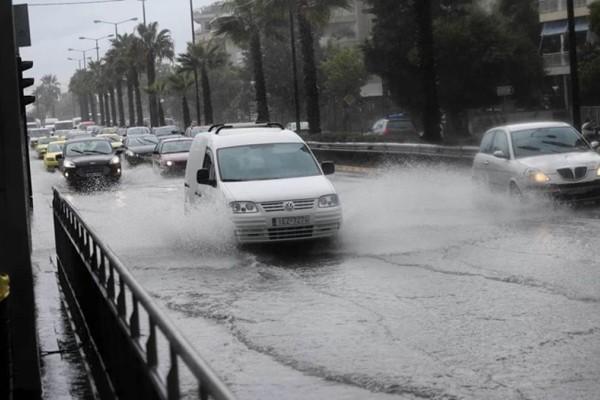 Κακοκαιρία: Αποκαταστάθηκε η κυκλοφορία σε Πειραιώς και περιφερειακή Αιγάλεω