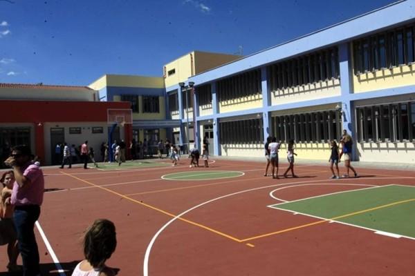 Ελευσίνα: Χτύπησαν μαθητή στο κεφάλι με ρόπαλο σε σχολείο