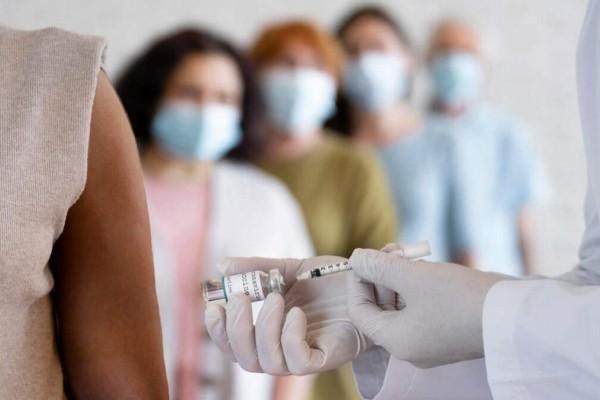 «Μάχη» ενημέρωσης για τον εμβολιασμό: Ξεκινάει online forum και τηλεφωνική γραμμή για απορίες