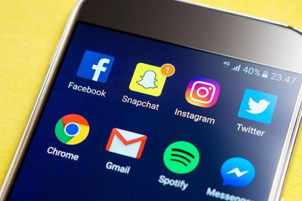 Facebook: Ο Ζούκερμπεργκ έχασε 7 δις δολάρια μέσα στις 6 ώρες του μπλακ άουτ!