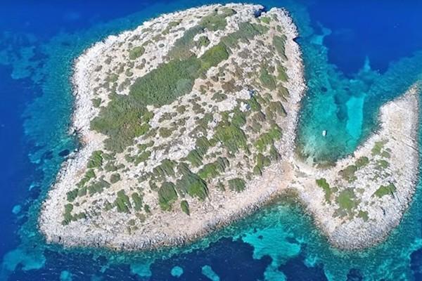 Φονιάς: Το ελληνικό νησί με το ανατριχιαστικό όνομα - Ποια διάσημη ταινία γυρίστηκε εκεί
