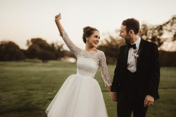 Φωτογράφος έσβησε όλες τις φωτογραφίες γάμου επειδή δεν τον άφησαν να... φάει