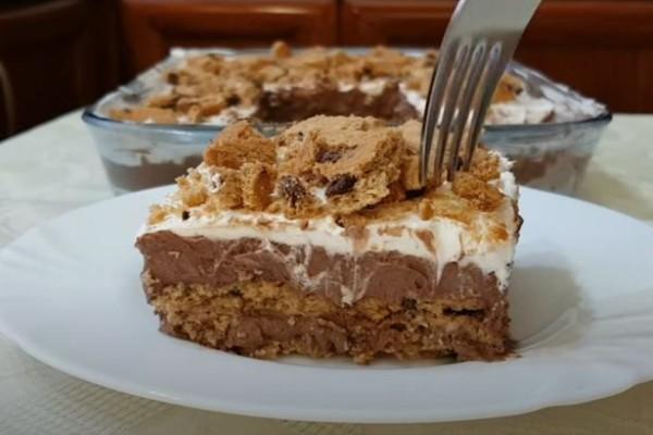 Φοβερό σοκολατένιο γλυκό ψυγείου με μπισκότα