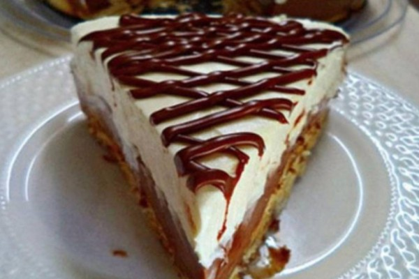 Πεντανόστιμο δίχρωμο μπισκοτογλυκό τούρτα με ζαχαρούχο γάλα και Merenda