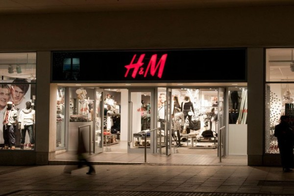 H&M: Πανζουρλισμός με αυτή την μπλούζα - Τρέξε να προλάβεις