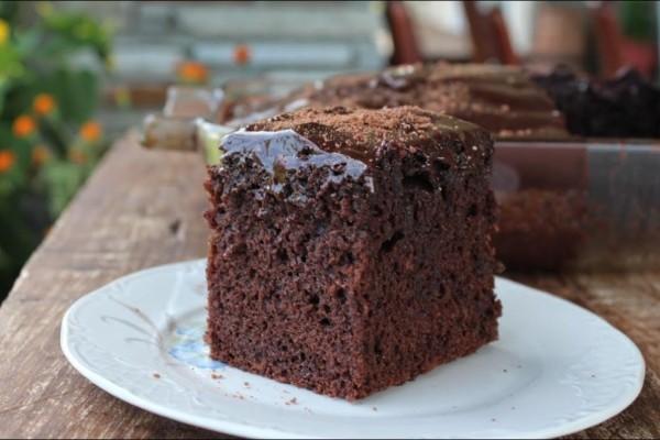 Γλυκιά απόλαυση: Νηστήσιμο κέικ σοκολάτα με άρωμα βανίλιας