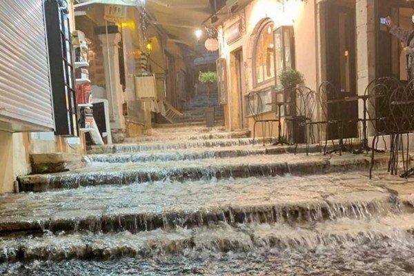 Η κακοκαιρία Αθηνά σαρώνει την Κέρκυρα - Πλημμύρισαν αυλές σπιτιών