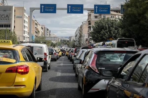 Κυκλοφοριακό κομφούζιο στους δρόμους της Αττικής: Καθυστερήσεις σε Κηφισό και Κηφισίας - Πού υπάρχουν προβλήματα