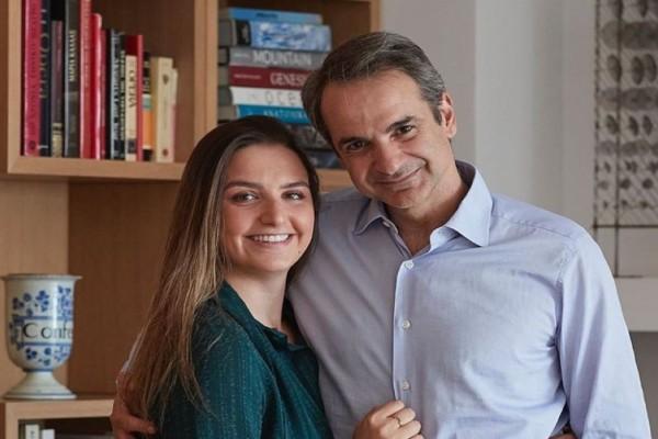 «Πετσόκοψαν» την κόρη του Κυριάκου Μητσοτάκη - «Ζηλεύετε; Ξυδάκι!» (photos)