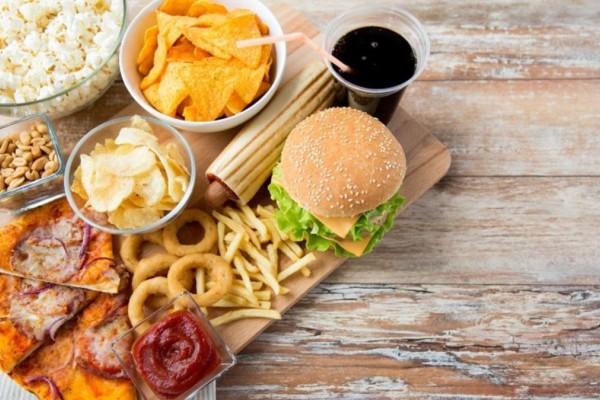 5+1 τρόφιμα που έχουν φουλ λιπαρά και προκαλούν κακό στην υγεία