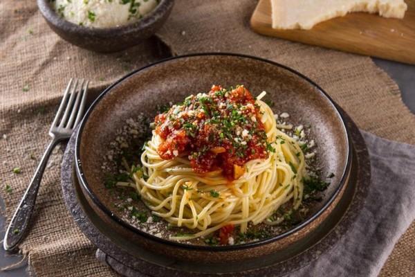 Δε θα το πιστεύετε: Το κόλπο με τη μαγειρική σόδα που θα κάνει τη σάλτσα σας για μακαρόνια «ακαταμάχητη»