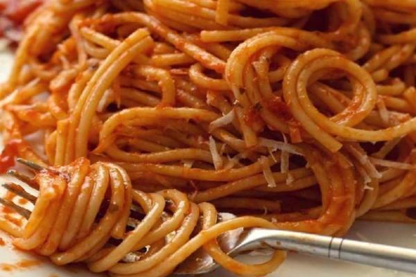 Μην ξαναβάλετε τη σάλτσα πάνω στα μακαρόνια μετά το βράσιμο: Μεγάλη προσοχή