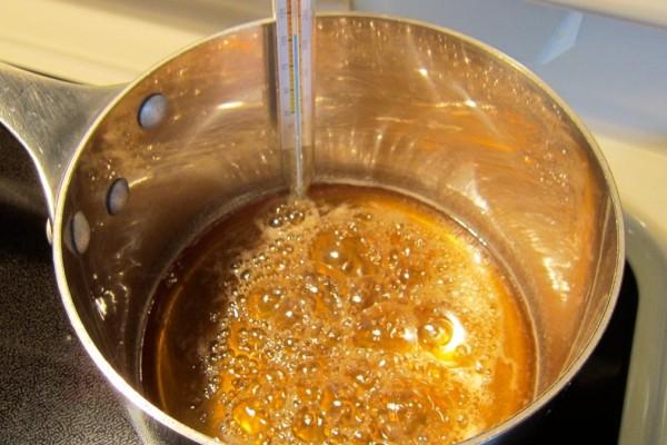 Βράστε μέλι με κανέλα - Τα δύο συστατικά με τις μοναδικές θεραπευτικές τους ιδιότητες