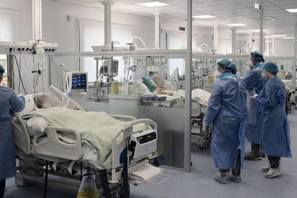 Λάρισα: Στο «κόκκινο» τα νοσοκομεία – Χρειάζονται παραπάνω κρεβάτια νοσηλείας και ΜΕΘ