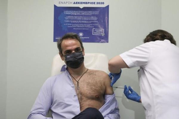 Ώρα... εμβολίου για Μητσοτάκη: Κάνει την τρίτη δόση ο πρωθυπουργός