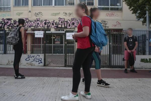 Σάλος με καθηγητή στο Μοσχάτο: «Βγάλε τη μπλούζα σου και ξάπλωσε στο θρανίο» είπε σε 12χρονη μαθήτρια